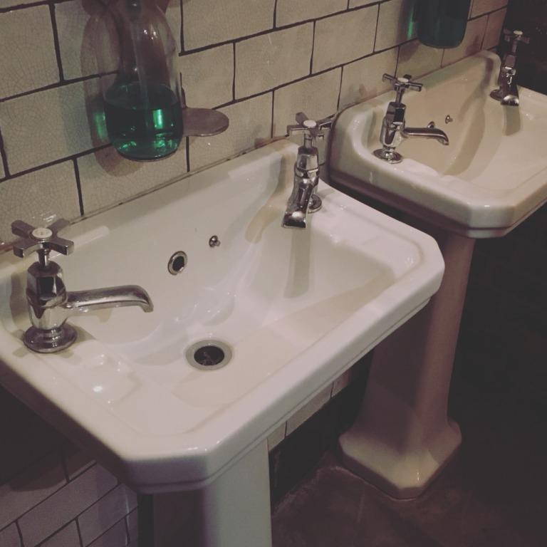英國廁所洗手台