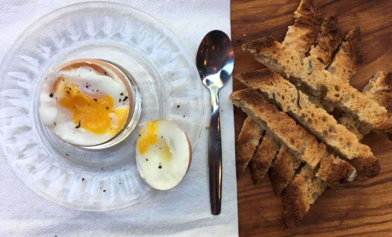 麵包條和雞蛋